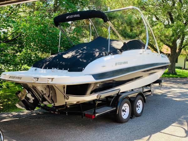 Photo FourWinns Deckboat - $14,900 (Duluth)