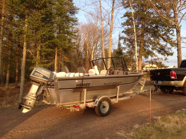 Photo Hewes Craft River Runner - $6,000 (Duluth)