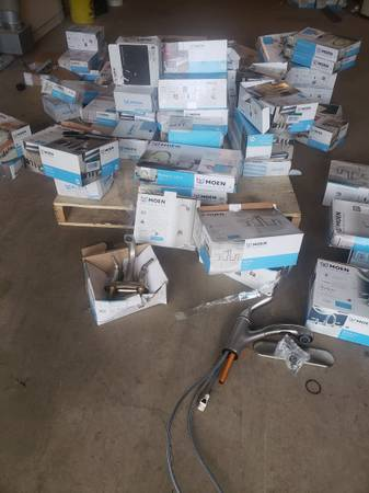 Photo Huge lot of moen kitchen and bathroom faucets - $50 (moose lake)