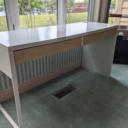 Photo Ikea Micke White Desk - $69 (Pike Lake)