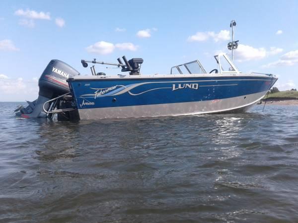 Photo LUND FISHERMAN 2000 Yamaha 200 HP  8 HP Lake Superior - $28,000 (Duluth)