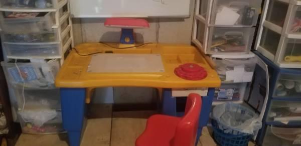 Photo Little tikes desk - $10 (Esko)