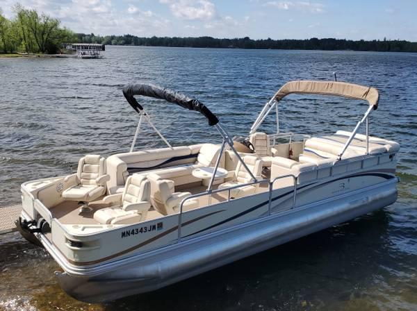 Photo Nice Big BENNINGTON Pontoon Boat 115 HP 4-STROKE MERCURY with SEA LEGS - $19,900 (Remer, MN)