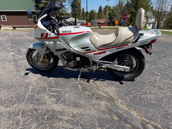 Photo (PRICE DROP) 1989 Yamaha FJ1200 SportTouring - $3,000 (Ely)