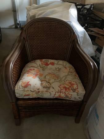Photo Pier One Chair and Cushion - $45 (Carlton)