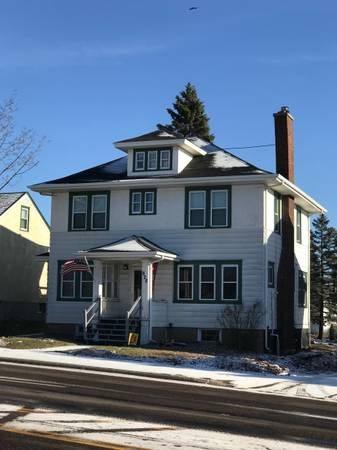 Photo STUDENTS cross street to UMD, June 1, 2021, $575 each 4BR (828 Woodland Avenue Duluth, MN)