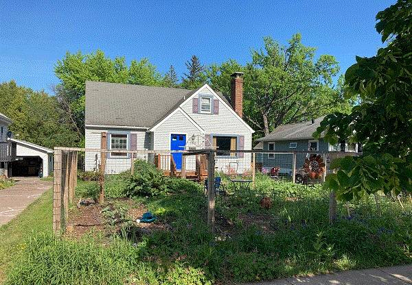 Photo Spacious Entertainer In Quiet And Convenient Location (1836 Wallace Ave)