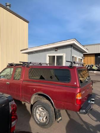 Photo Toyota Tacoma topper - $650 (Duluth)