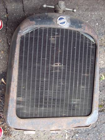 Photo Vintage Antique STUDEBAKER Grille Shell  radiator, support - $200 (Superior)