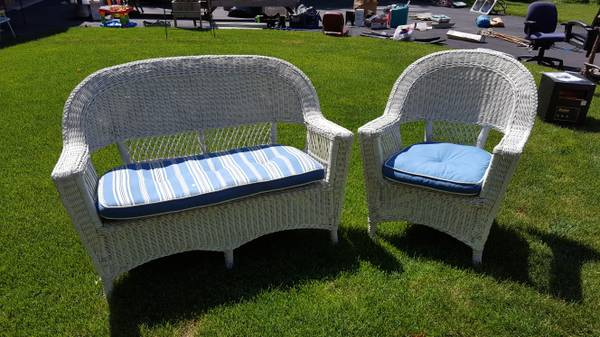 Photo Wicker set with pads ( were moving,) - $55 (Island lske)