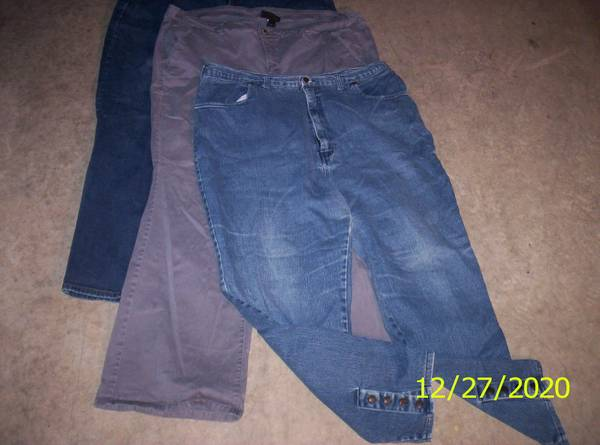 Photo Womens Size 2426 Jeans - $10 (two harbors)