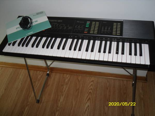 Photo Yamaha Portatone PSR-31 keyboard with stand, - $100 (Meadowlands)