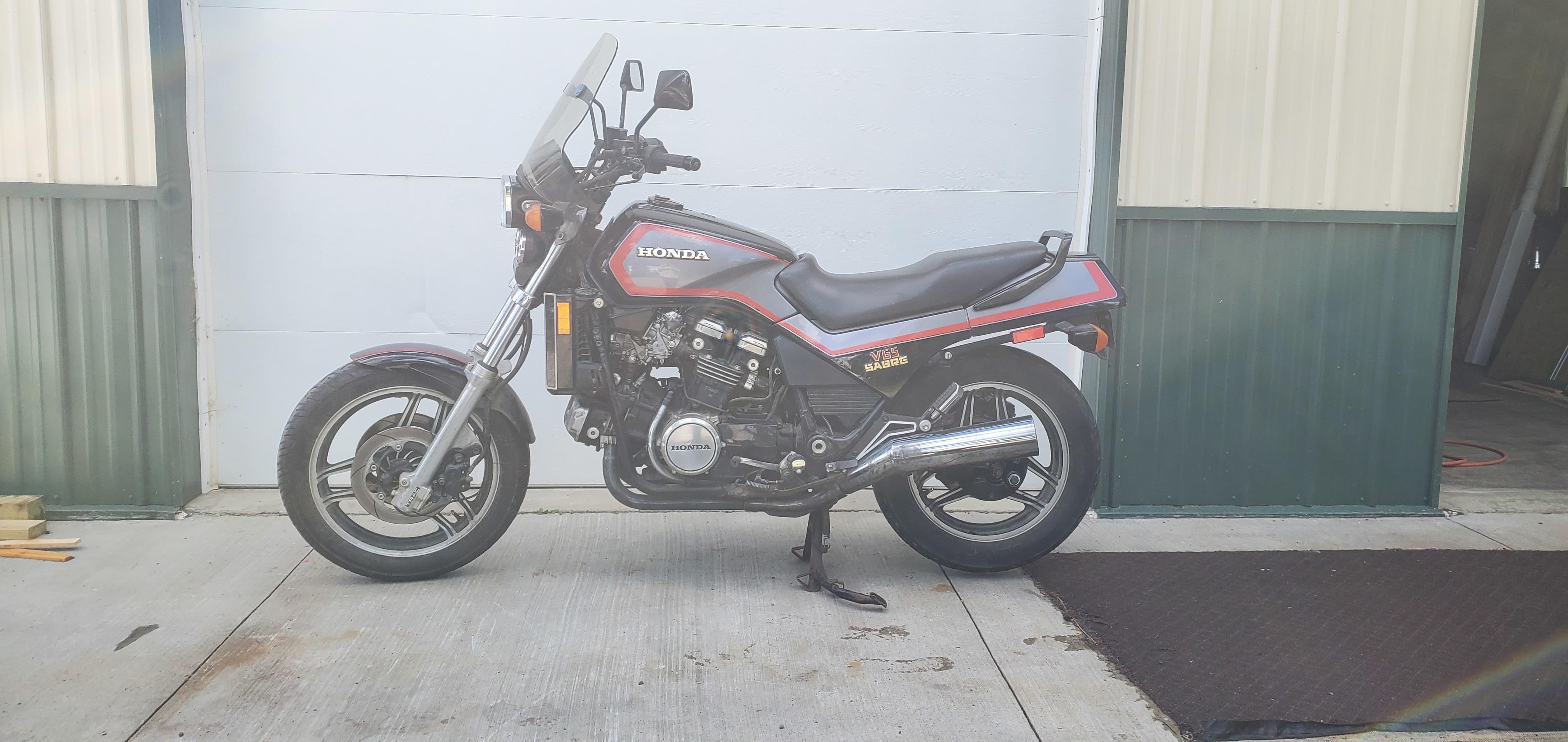 Photo 1985 Honda SABRE V65 $1750