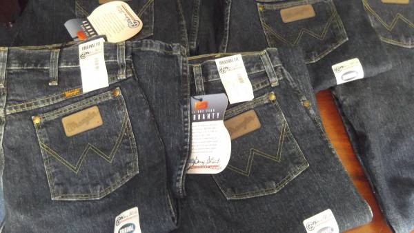 Photo wrangler george strait jeans - $30 (esko)