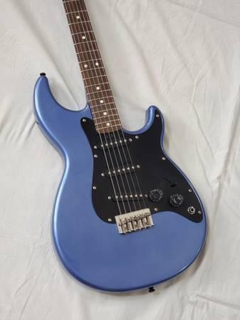 Photo 1985 Yamaha SE200 Vintage Electric Guitar Regal Blue Sparkle  Gig Bag - $400 (Highlands Ranch)