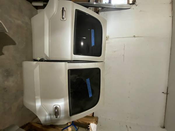 Photo 2003-2006 escalade doors. (pearl white) - $250 (Fort Lupton CO)