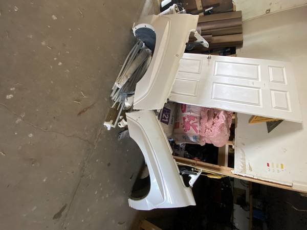 Photo 2003-2006 escalade fenders (pearl white) - $300 (fort Lupton co)