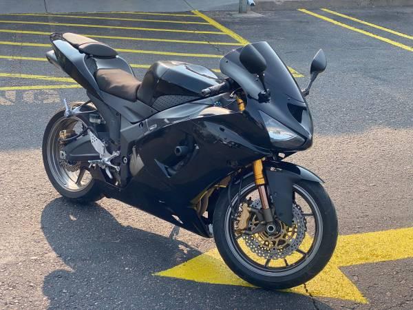 Photo 2006 Kawasaki ZX6r ( only 12k miles ) clean colorado title - $4,000 (Aurora)