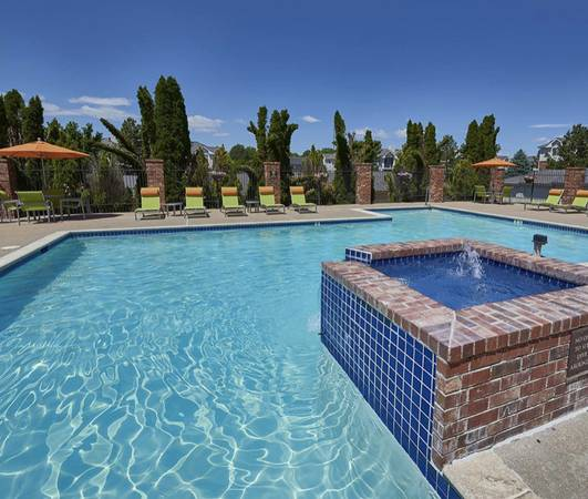 Photo Beautiful Furnished Poolside One Bedroom Apt w Vaulted Ceilings (CentennialEnglewood)