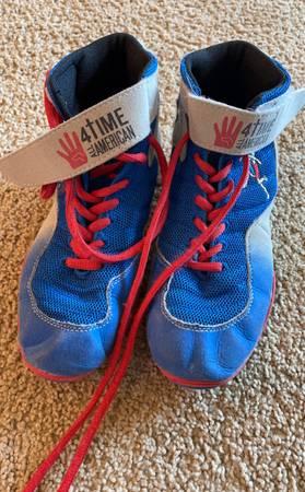 Photo Boys wrestling shoes - $30 (Wray)