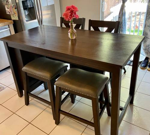 Photo COUNTER HEIGHT TABLE  CHAIRS - $300 (COTTONWOOD)