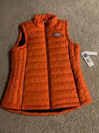 Photo Denver Broncos vest for a woman - size L - $40 (Dry CreekYosemite)