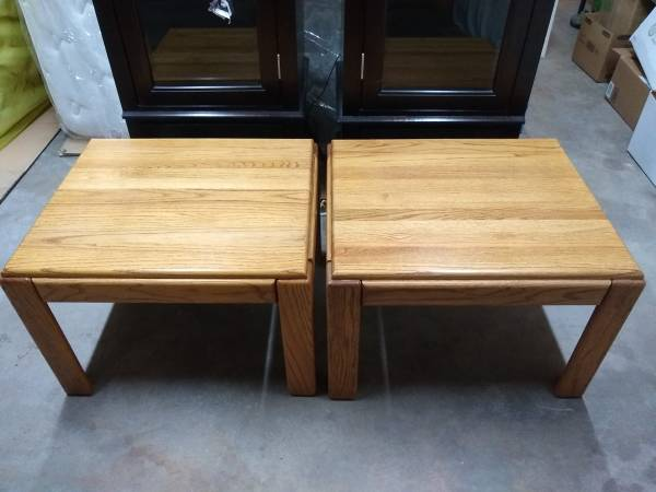 Photo Excellent condition solid real wood side table - $40 (Centennial)