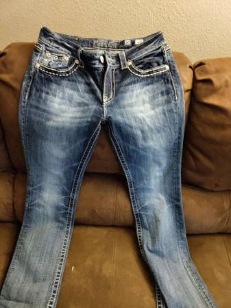 Photo Miss Me Jeans - $1 (Evans)