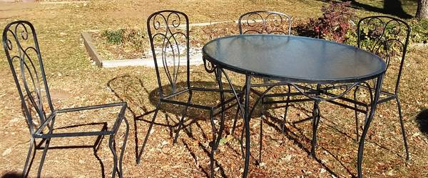 Photo Patio Table Chairs Set retro wrought iron mid century round - $75 (Boulder south east)