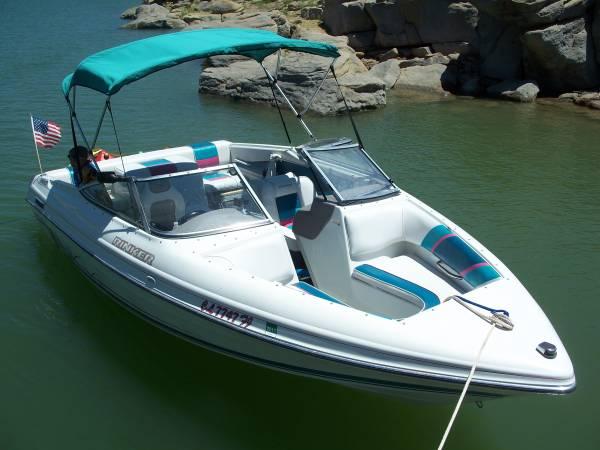 Photo Rinker Captiva 209 5.7liter V8 Wide beam Boat - $18,000 (Bailey)