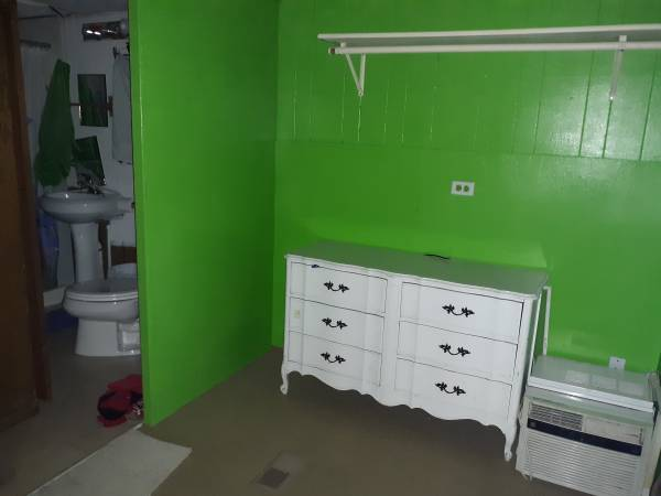Photo Room month to month utilities washer dry included (Aurora safe area right on the bus line)
