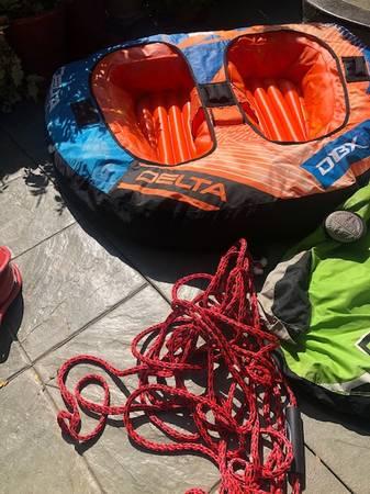 Photo boat toys tubes (Aurora Pueblo)