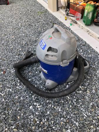 Photo 12 gallon shop vac - $50 (Easton)