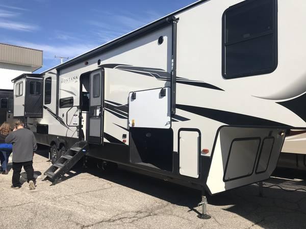 Photo 2020 Montana 5th Wheel - $55,000 (Ocean City, Md)
