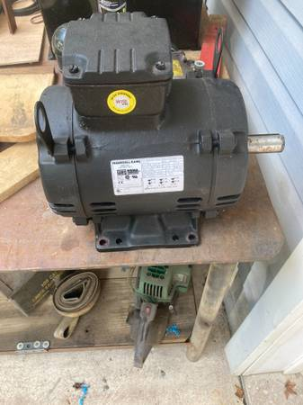 Photo Air Compressor Motor - $200 (Centreville)