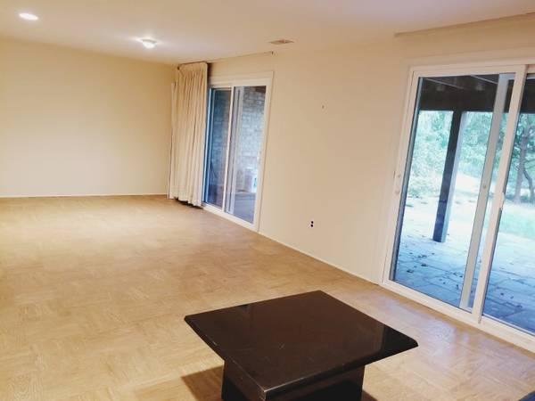 Photo Basement studio for rent $1,100 (utilities included) (Montgomery Village)