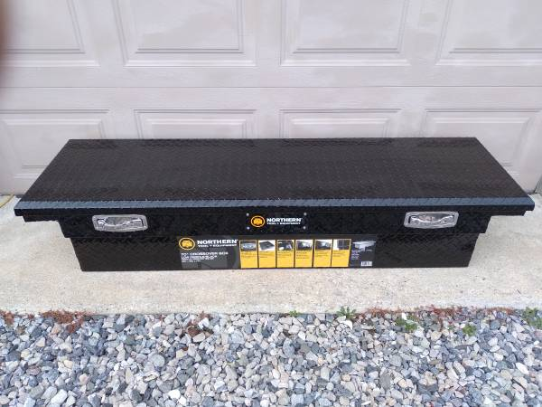 Photo Black aluminum diamond plate truck box - $180 (hurlock)