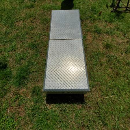 Photo DIAMOND PLATE ALUMINUM TOOL BOX for Pick-up Truck - $95 (Elkton)