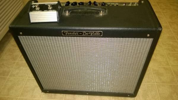 Photo Fender Deville 212 1997 Used - $650 (St. Michaels)