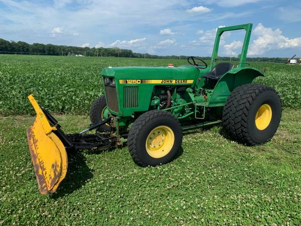 Photo John Deere 1250 4x4 Tractor  plow Diesel - $8,900 (SHAMONG)