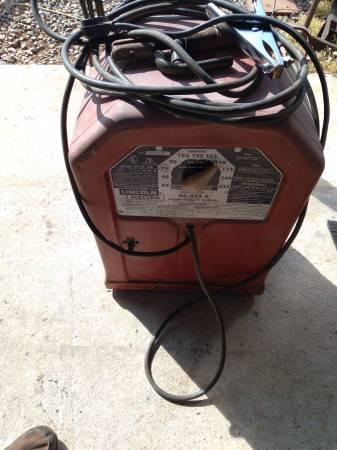 Photo Lincoln 225 welder - $200 (Hurlock)