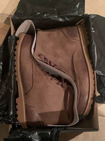 Photo NIB Mens UGG Boots - $60 (Bowie)
