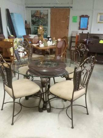 Photo Nice Gently Used Furniture, Vintage  more Come see (Railroad Ave, Goldsboro Md)