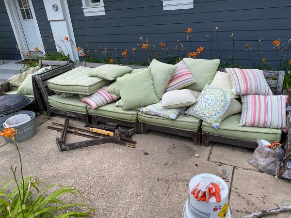 Photo Patio Furniture - Sectional Couch - $30 (Kentmorr)