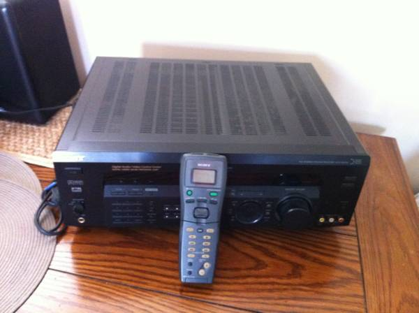 Photo Sony STR-DE935 Digital Audio Video Control Center Cinema 32 bit Sound - $80 (Easton)