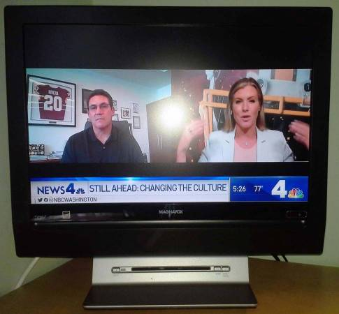Photo TV Magnavox 19-Inch LCD HDTV with Built In DVD Player - $25 (Alexandria, VA)