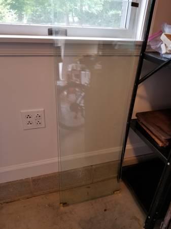 Photo Tempered glass shelves (Easton)