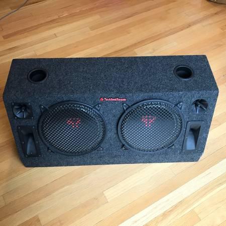 Photo Rockford Fosgate 6-Speaker Box  - $50 (Chester)