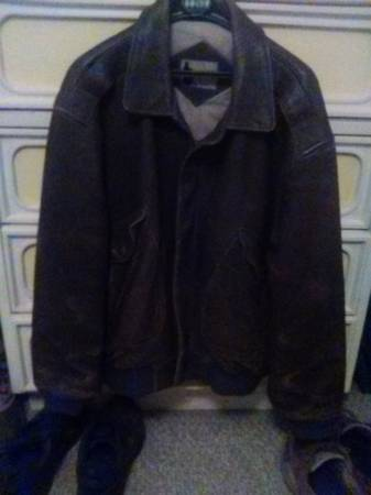 Photo brown leather jacket - $40 (ocean city)