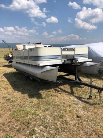 Photo 18 foot pontoon boat - $10,000 (Idaho Falls)